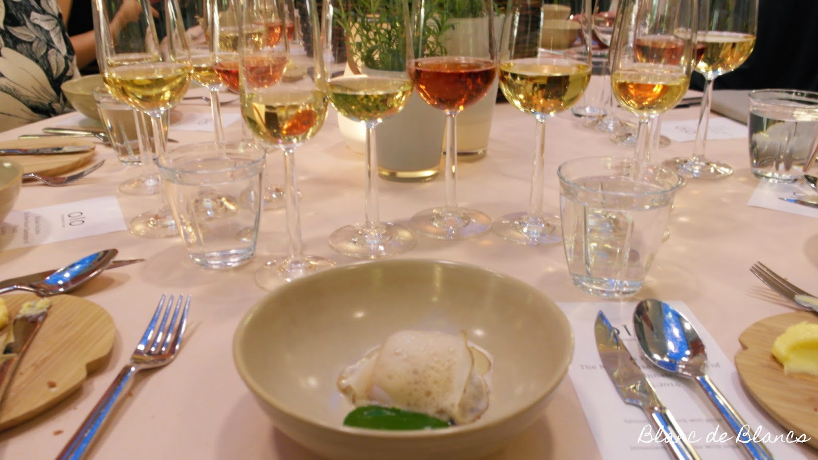 Ravintola Olo, Finnairin Business Class menu ja Nicolas Feuillatten samppanjat - www.blancdeblancs.fi