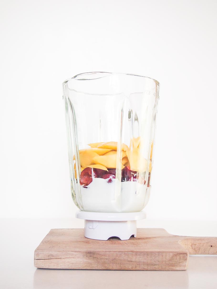 Smoothie de mango y cerezas