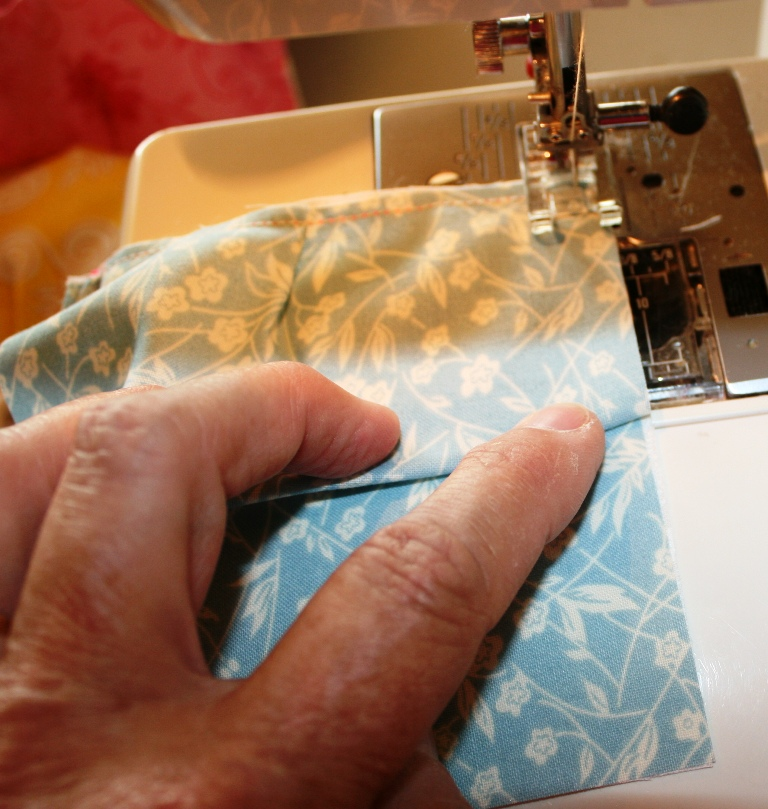 Buzzing And Bumbling Puff Or Biscuit Quilt Tutorial Part 40 Gorgeous How To Make A Puff Quilt With Sewing Machine