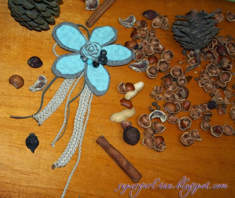 брошь с текстильным цветком