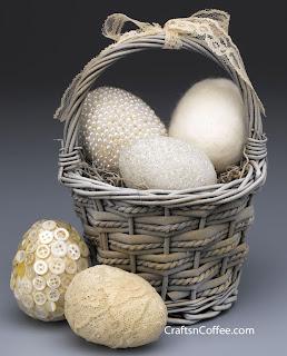 Ovos de Páscoa decorados com pedraria
