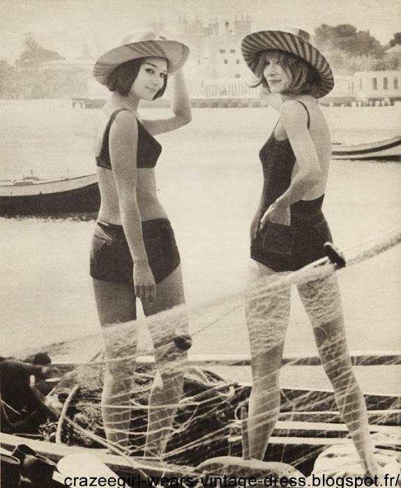 DES SIRENES EN TOURISTES ET EN BON MAGIQUE  Pour aller se baigner tout près de Palerme, à Mondeilo (mais aussi bien à Dinard ou à Noirmoutier), elles ont passé des maillots souples, colorés qui font la part belle aux dos bronzés.  Les plus nouveaux en mousse de Rilsan ont le style « jeans » : poches plaquées et surpiqûres apparentes.  L'un est un deux-pièces, haut brassière et petite culotte à jambes dessinées.  L'autre, d'une seule pièce, a des bretelles à la pointe de l'épaule et un dos vertigineux . Grandes pailles à rayures de Lina Bruzzi.  Ces maillots sont des « Bon Magique ». vintage swimwear bikini one piece denim jean