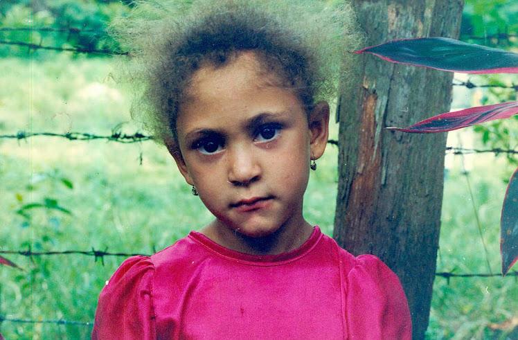 La niña de la comunidad de Blanco en Bonao