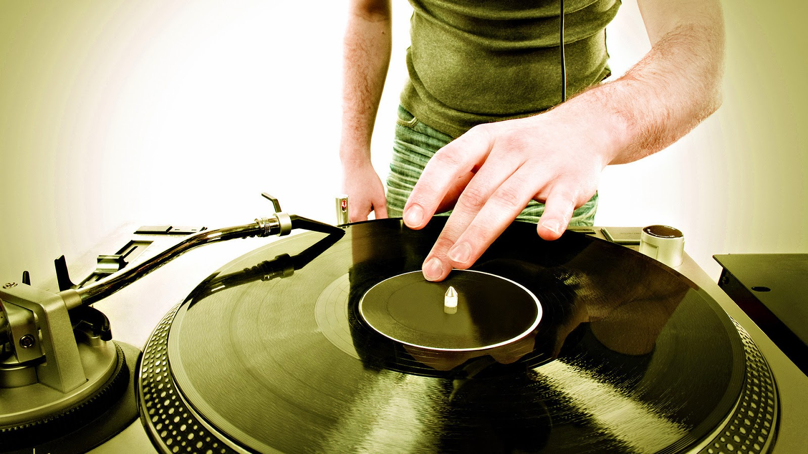 How to DJ with vinyl