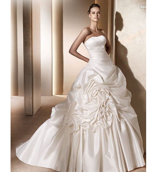 Wholesale wedding gowns for Romantic wedding dress designers