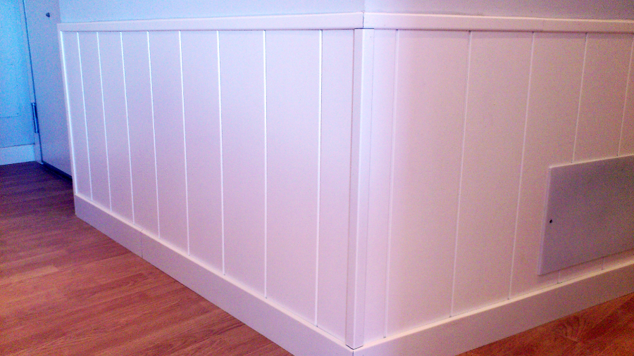 Zocalos de pvc para paredes materiales de construcci n - Habitaciones con friso ...