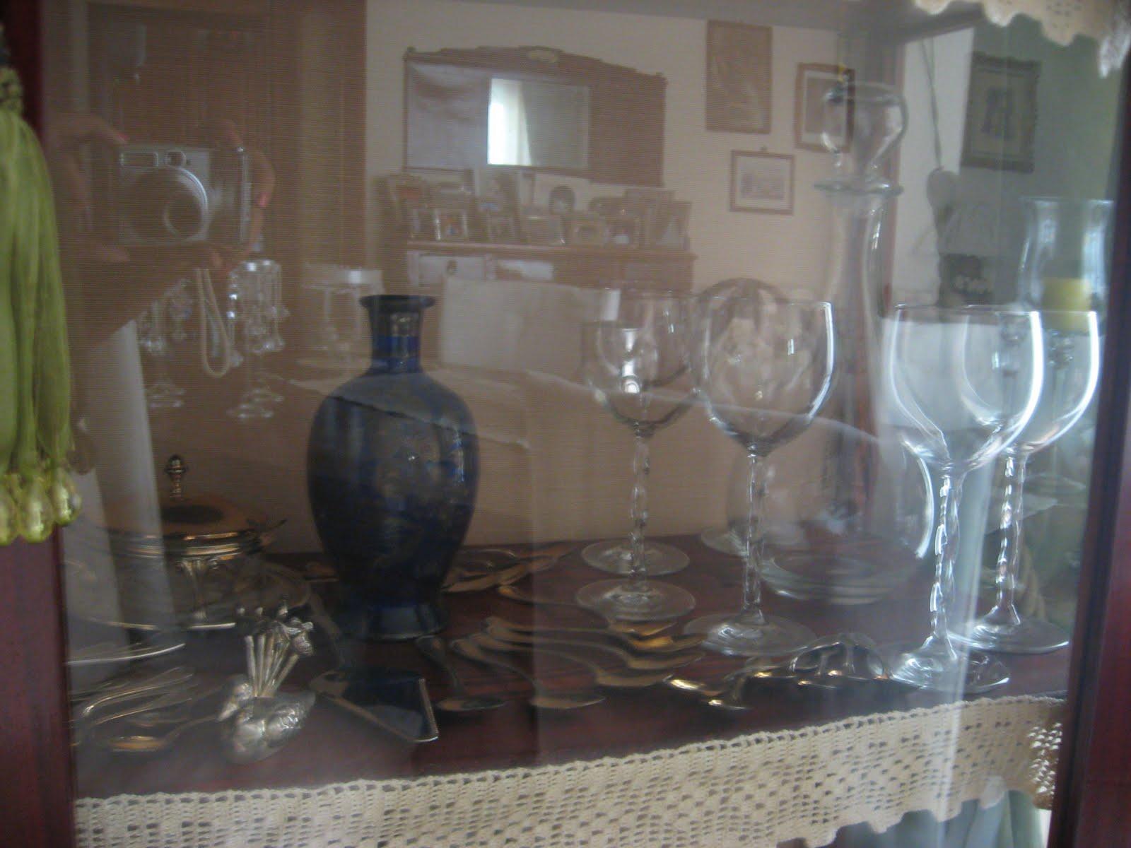 Credenza Per Bicchieri : Tra sogni e realtà shabby chic: le vetrine della nonna