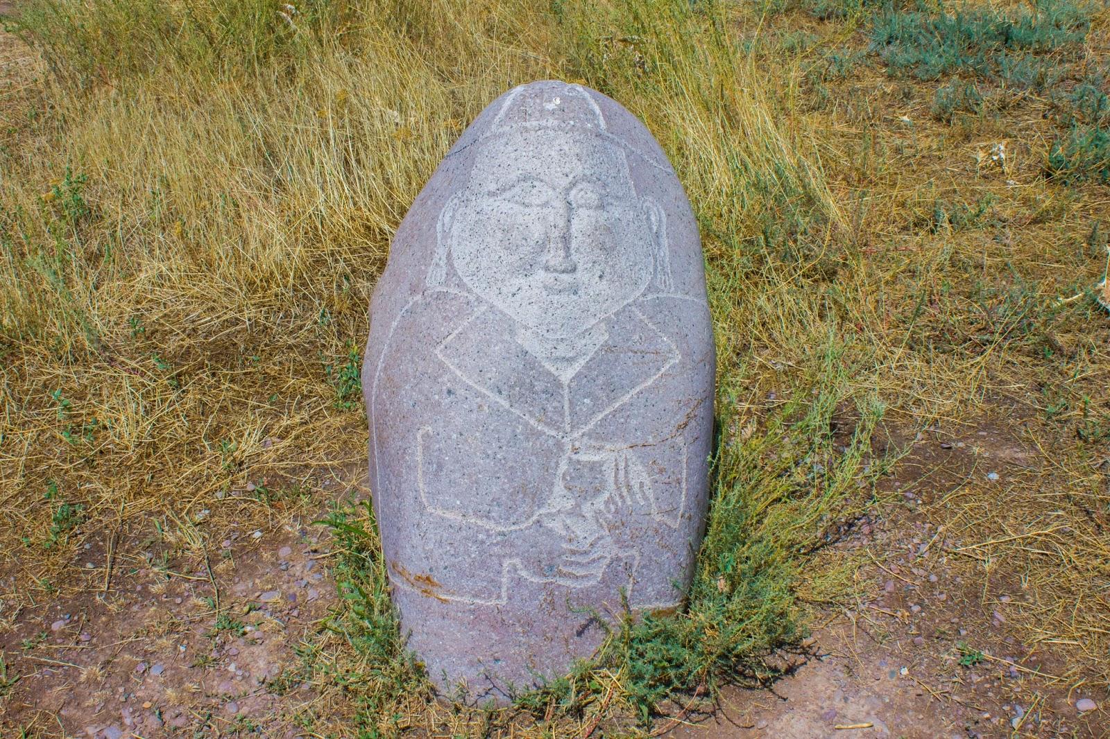 Кыргызстан, Бурана, каменное изваяние, могильник