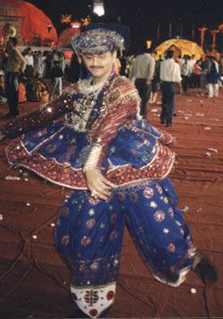 Traditional dress of Gujarat|Gujarati Folk dress|Gujarati ...