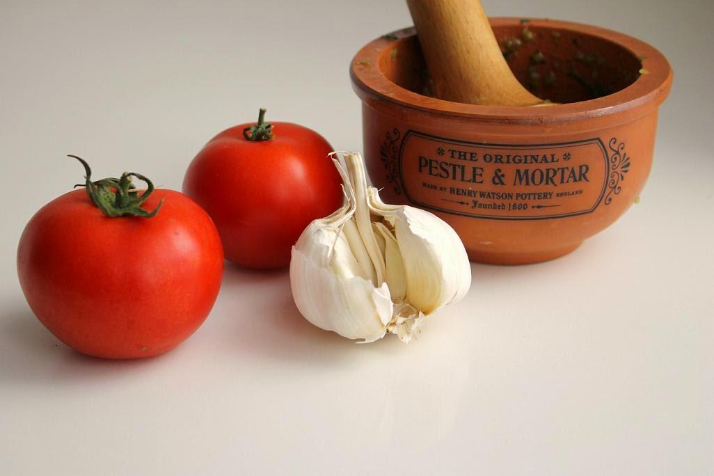 Ofengeröstete Tomatensuppe mit Pistou