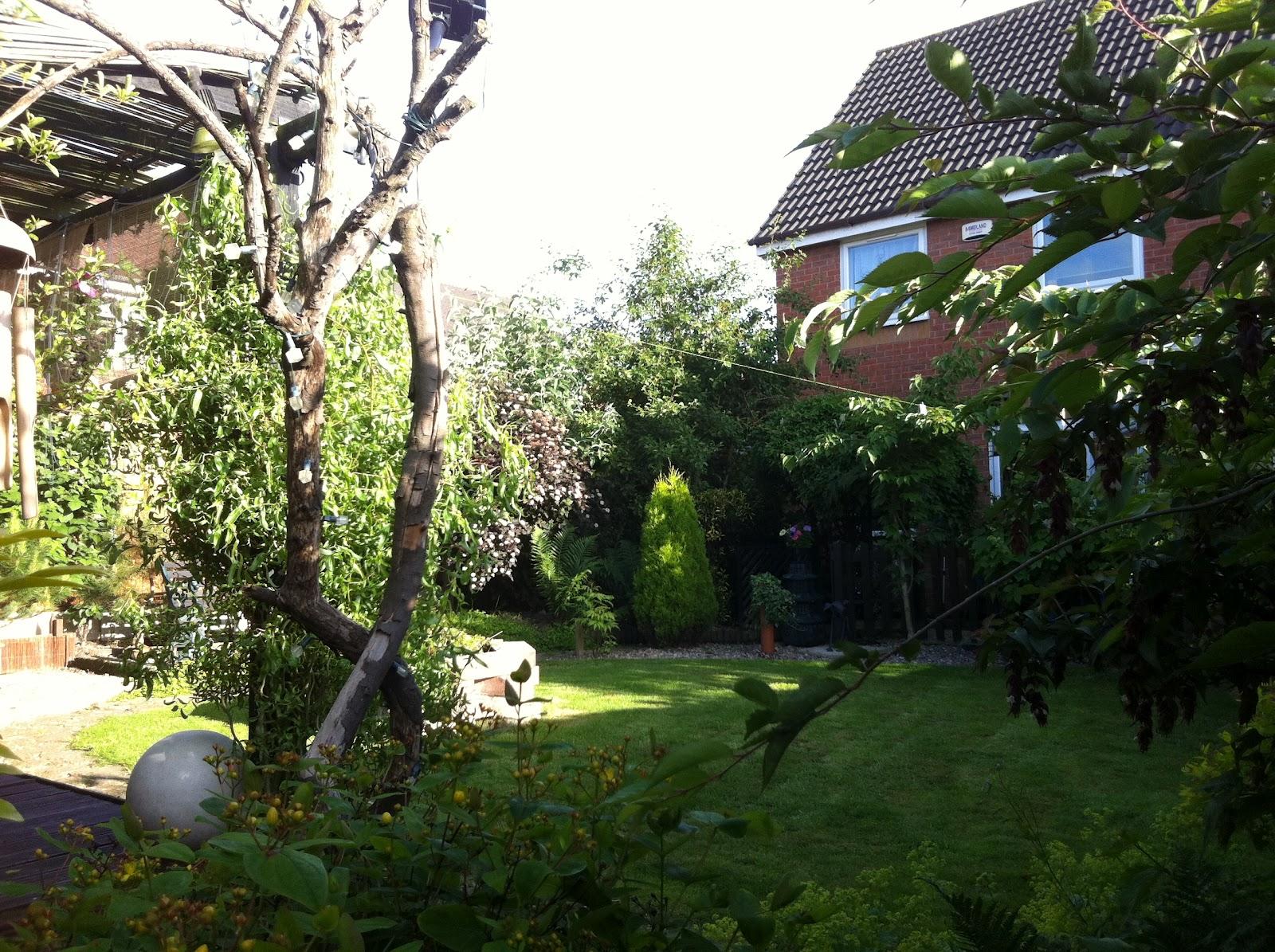 living garden recycling garden. Black Bedroom Furniture Sets. Home Design Ideas