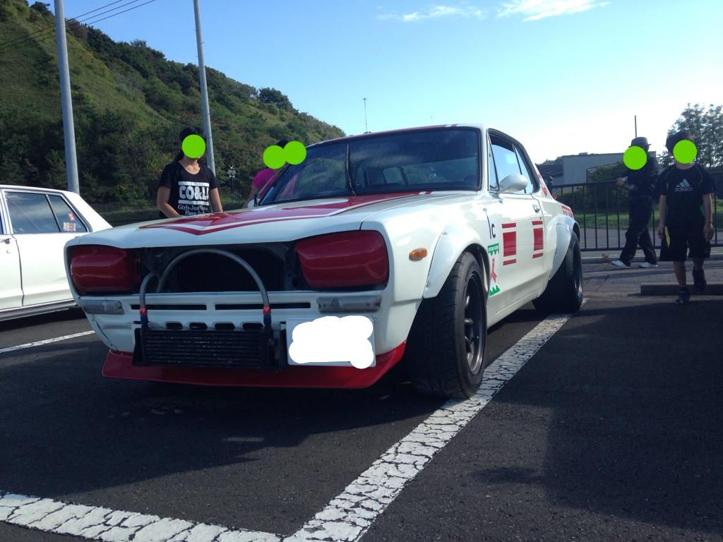 Nissan Skyline C10, stary samochód do wyścigów, kultowy, Godzilla, japońska motoryzacja, auto z duszą