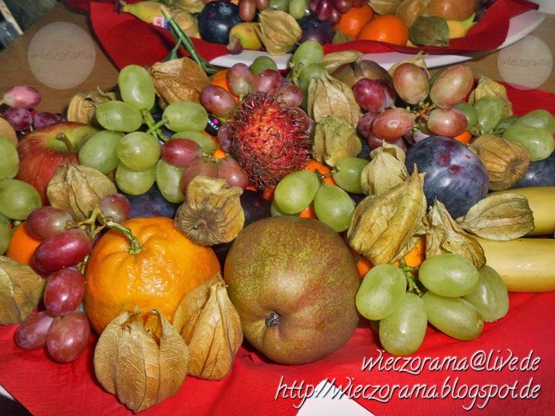 Das Foto zeigt Obst ohne Ende auf einer Schale Es ist eine Nahaufnahme