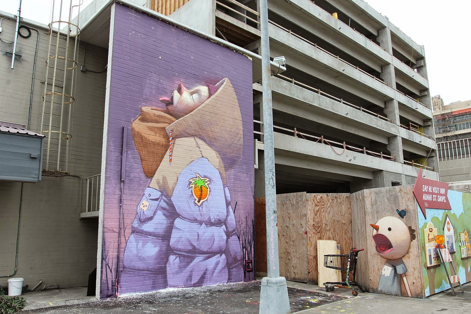 Sainer and Bezt from Etam Cru are currently in Honolulu, Hawaii where they were invited to paint for Pow! Wow! 2015.