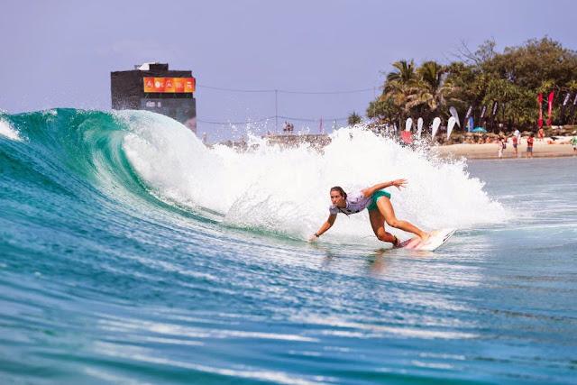 10 Roxy Pro Gold Coast 2015 Courtney Conlogue Foto WSL Kelly Cestari