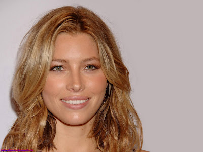 Jessica Biel-Smileing Girl Wallpaper