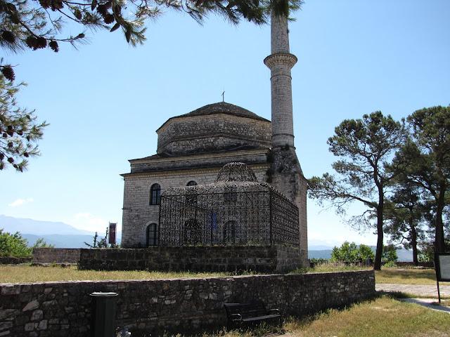Ioannina, Tumba de Ali Pashá con la mezquita Fethiye detrás