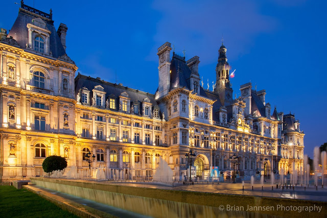 The magnificent Hôtel de Ville stands upon the ground that has been site of Paris' municipality since 1357.