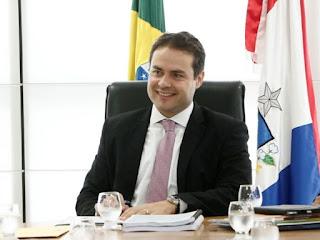 Renan Filho homenageia servidores públicos de Alagoas