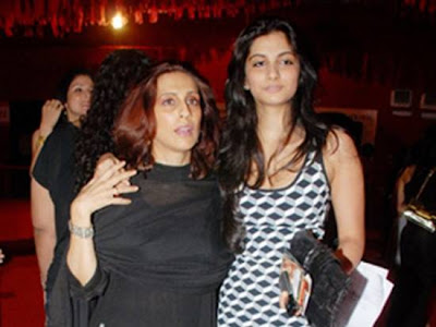 Rhea Kapoor with her mother