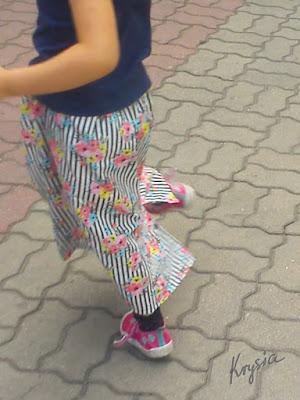 Krysia to uszyła - letnia spódnica w paski i kwiaty