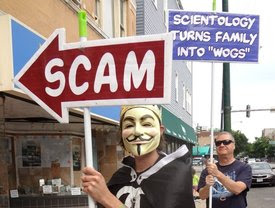 protesters in front of chicago scientology