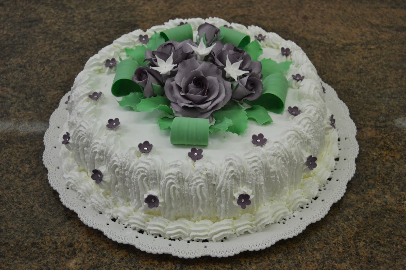 Dolce universo realizza torte artistiche di compleanno e for Decorazioni per torta 60 anni