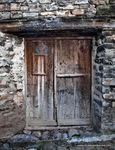 La puerta vieja paisajes de ordesa for Puertas viejas de madera