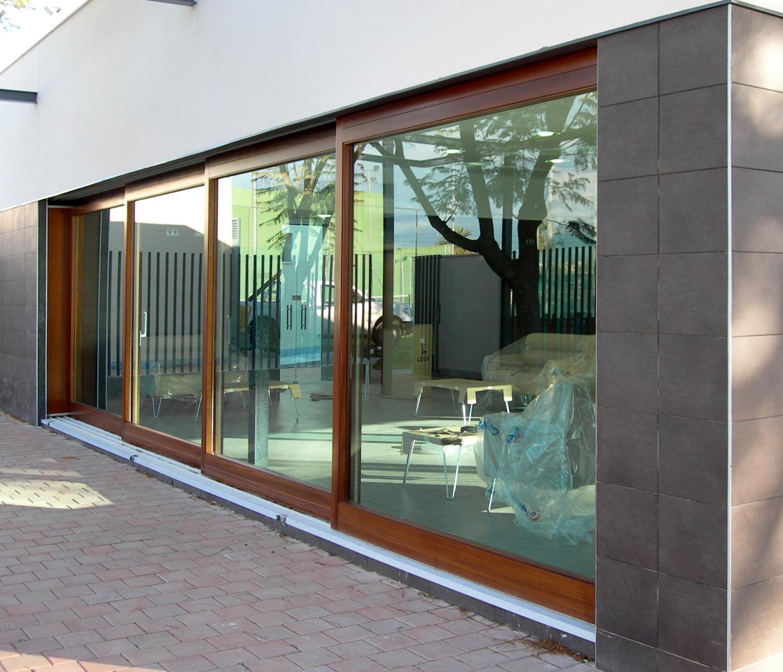 Catalogo de ventanas y mamparas carpinteria y for Ventanales tipo puerta