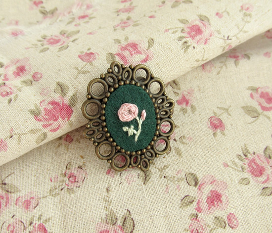 Floral brooches, вышитые брошки