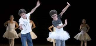 Spectacol care ar fi încurajat copiii să devină homosexuali, suspendat de Opera din Budapesta