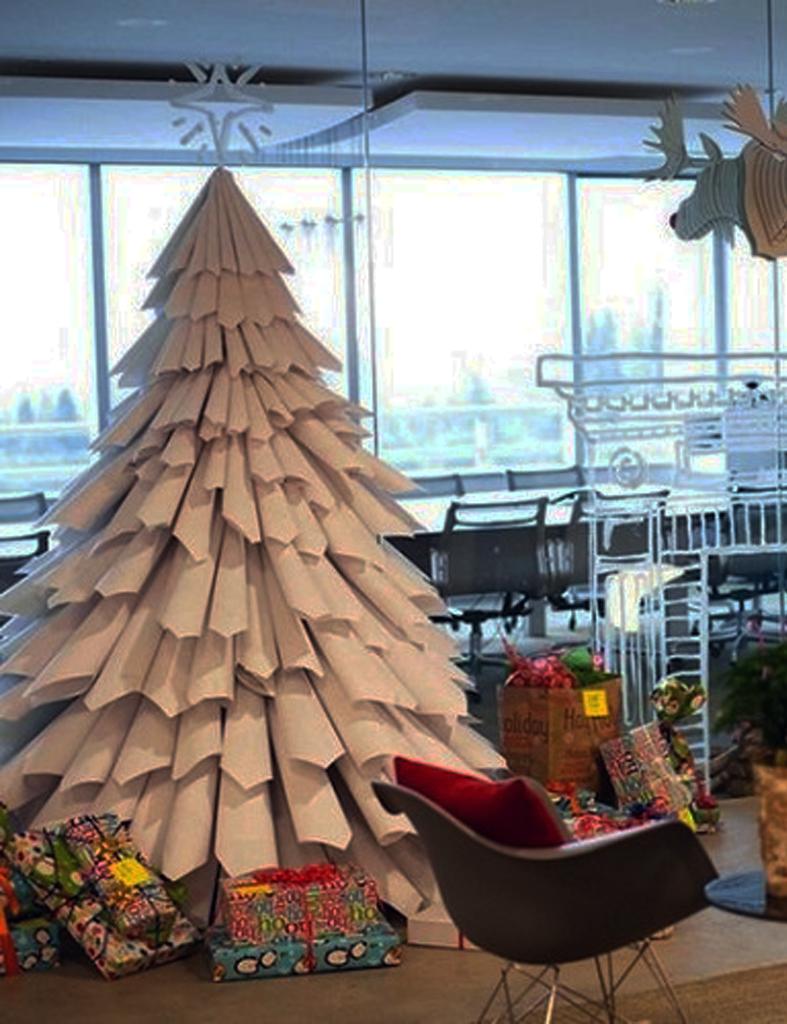 Detallelogia rboles de navidad reciclando papel - Arboles de navidad de papel ...