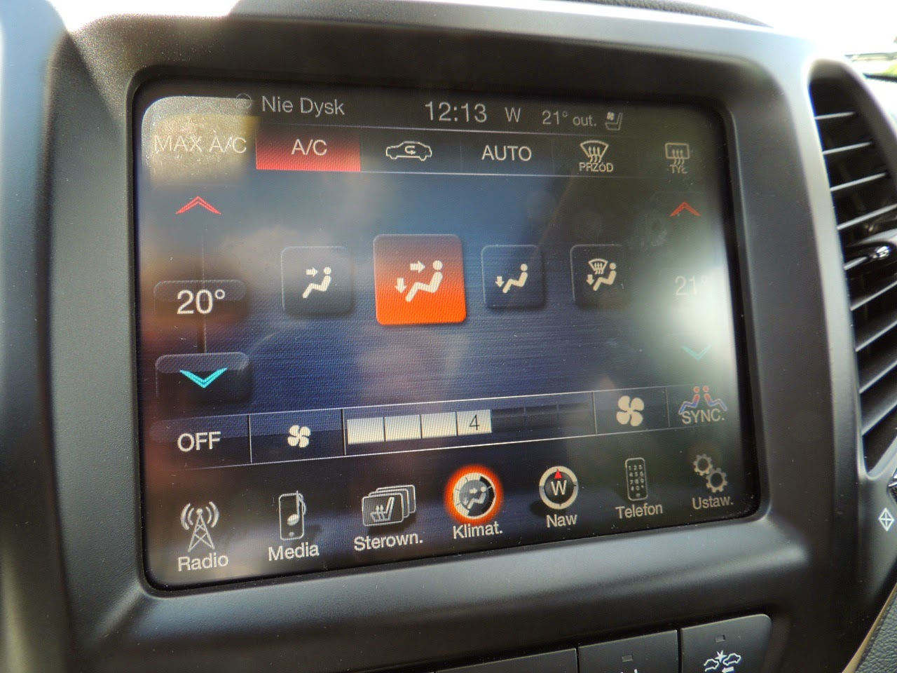 Jeep Cherokee - dotykowy panel systemu Uconnect