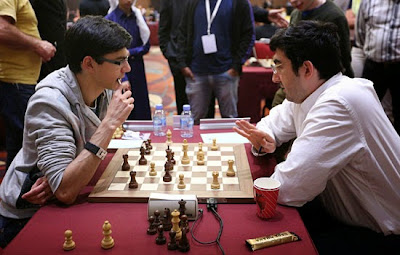 Kramnik donne une leçon d'échecs à Giri - Photo © Maria Emelianova