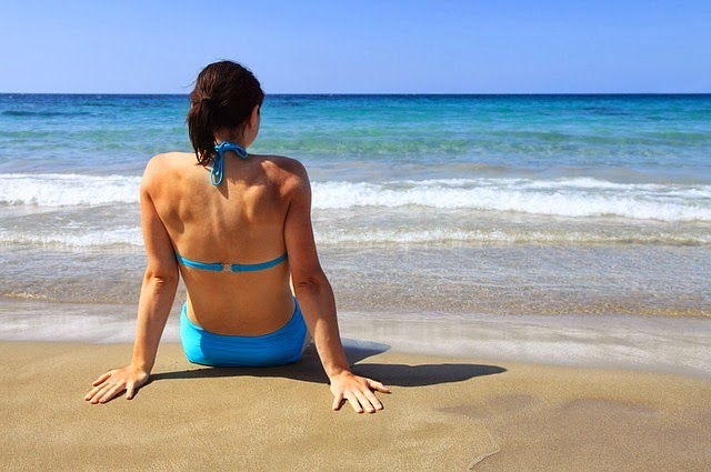 Benefits and Risks of Sunbathing for Your Skin