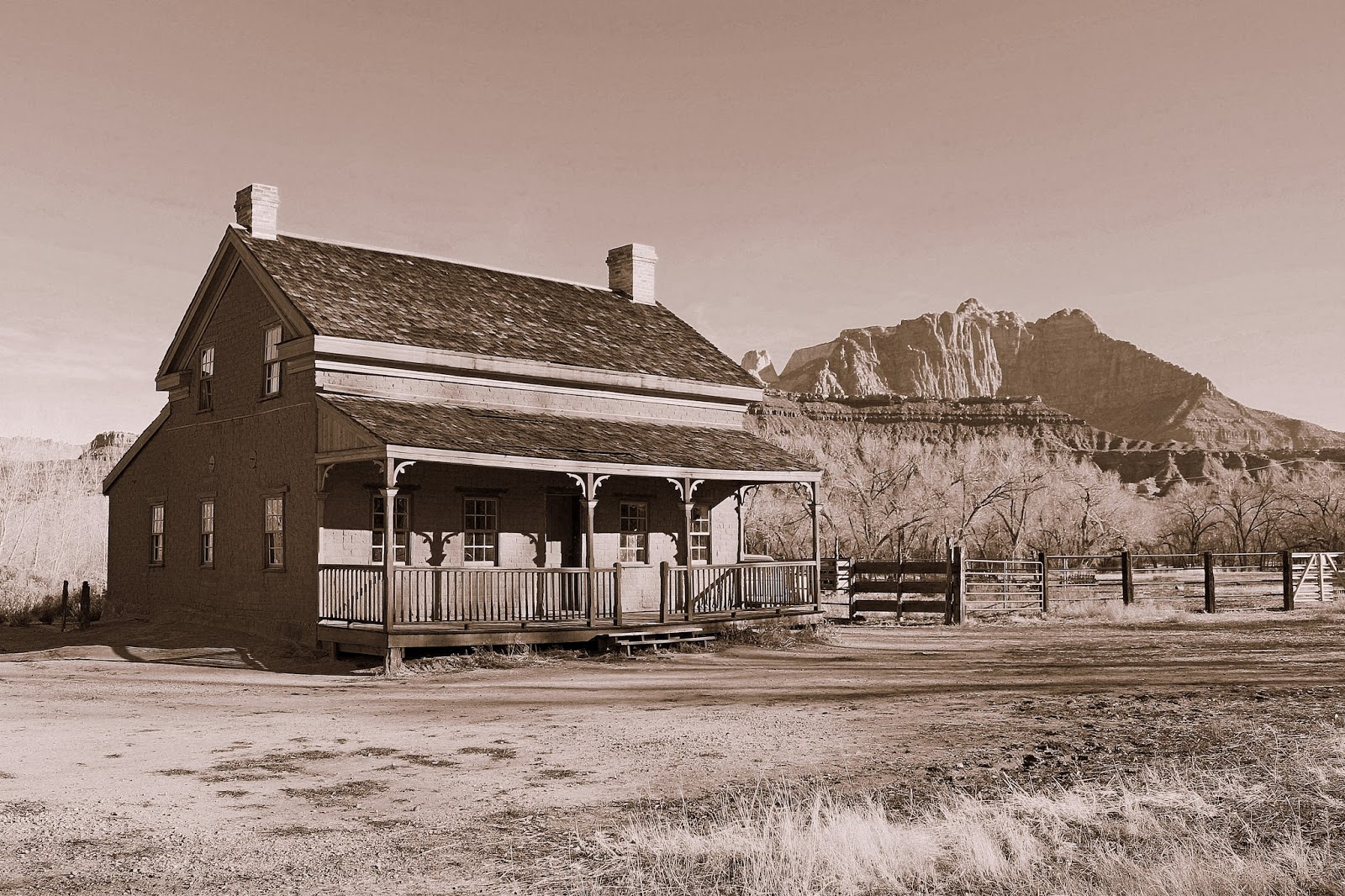 Alex 39 s weblog grafton ghost town for Grafton house