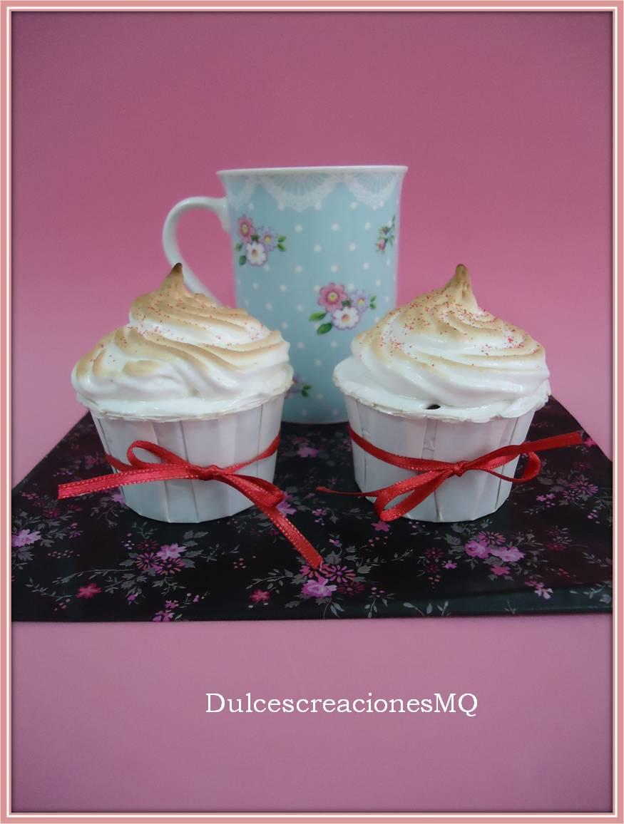 Cupcakes Red Velvet Merengue Italiano Postre Merienda Chocolate Dulce Mujer