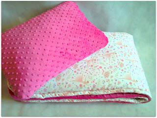 Kołderka i poduszka z minky i bawełny z motywem baletnic.
