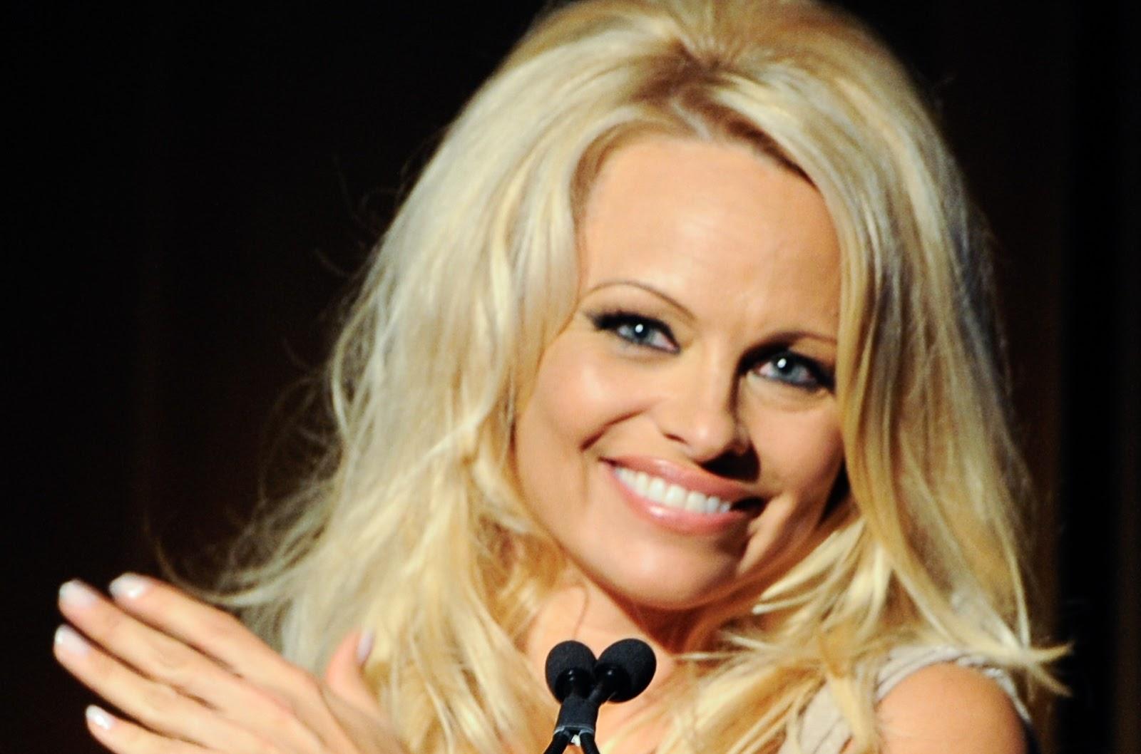 Pamela Anderson por mostrar las tetas | México Espectáculos