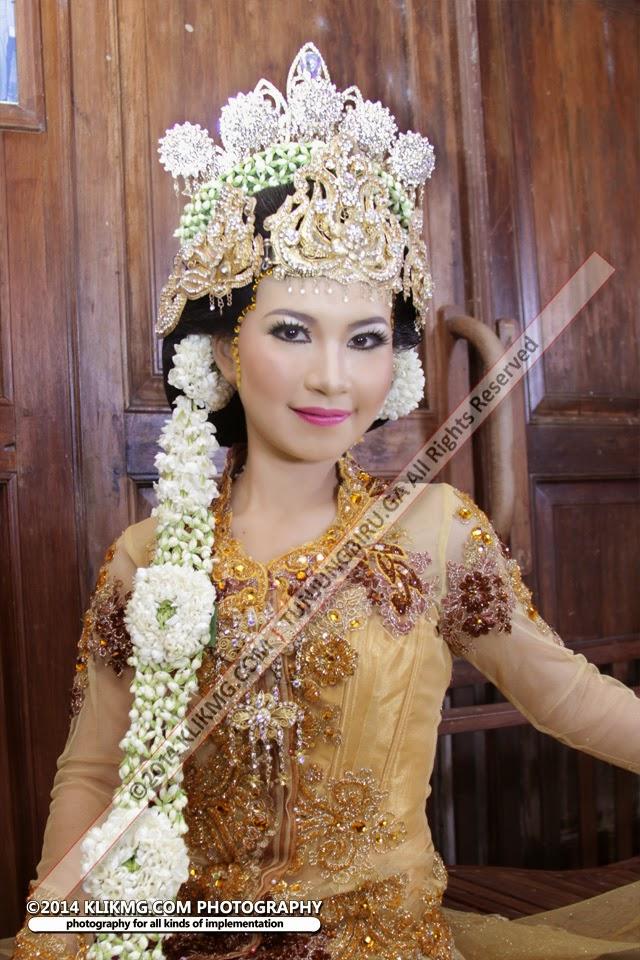 Rias Pengantin Sunda Siger Modifikasi - Rias Pengantin : Tunjung Biru Rias Pengantin Purwokerto - Talent : Velita Model Purwokerto - Fotografer : Klikmg Fotografi