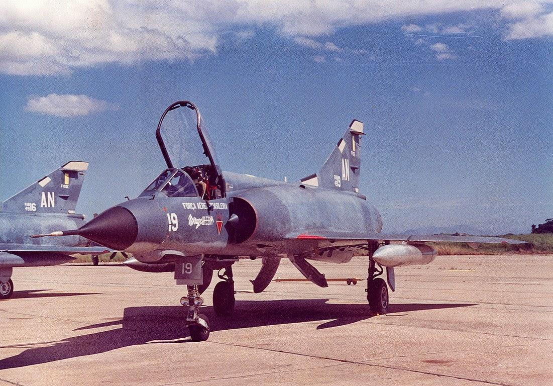 [Imagen: Mirage3_04-90.jpg]