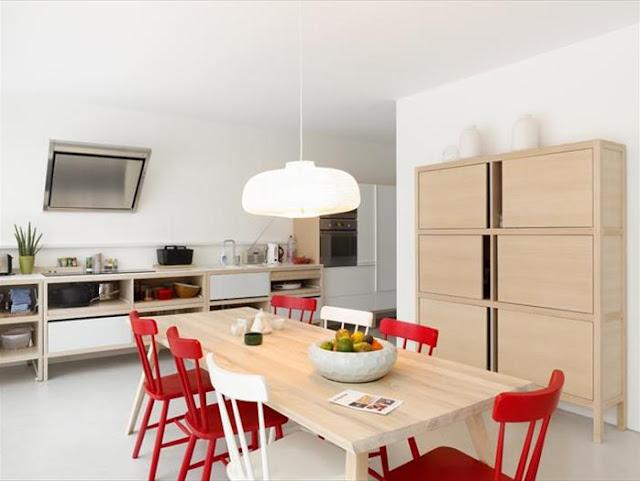 Una casa en blanco negro y madera espacios en madera for Medidas de muebles de una casa