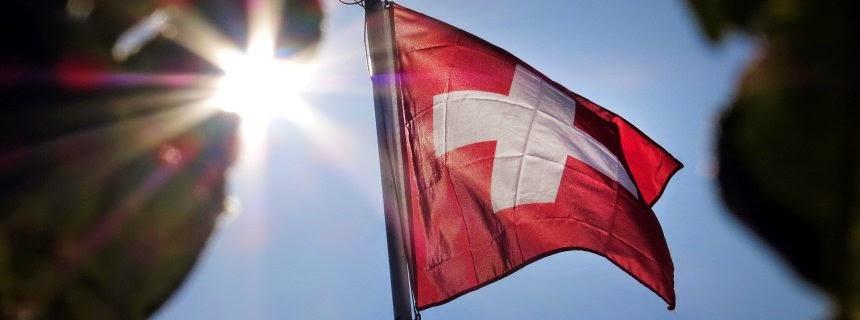 Η Ελβετική σημαία: Η Ελλάδα θα μπορούσε να φέρει δισεκατομμύρια στη χώρα αν έκανε συμφωνία με την Ελβετία.
