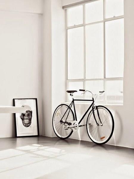 Białe ściany na blogu o wnętrzach