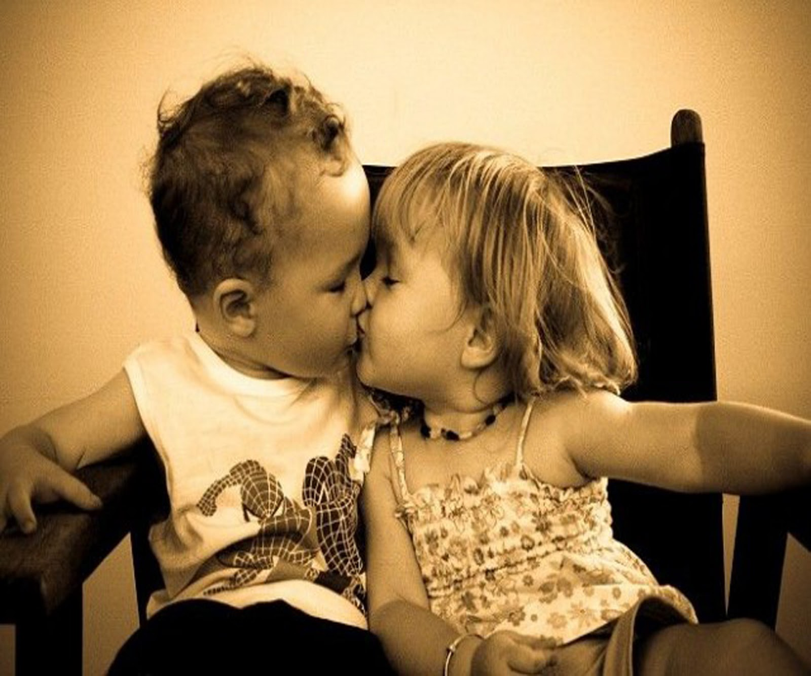 Cute Baby Couple Kissing Picture