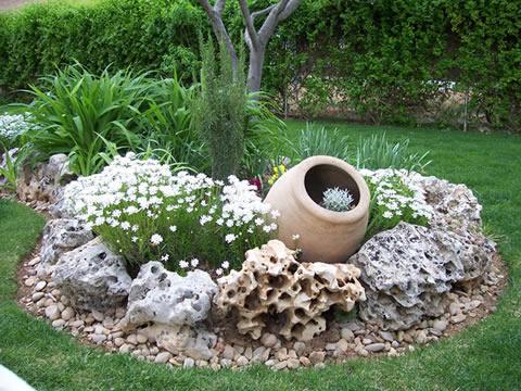 Como decorar el Jardín con Piedras