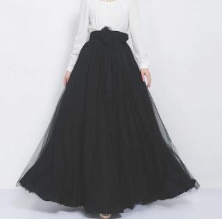 Falda larga de gasa con un gran lazo en la cintura