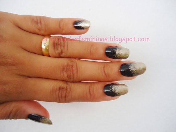 nail art dourada e preto