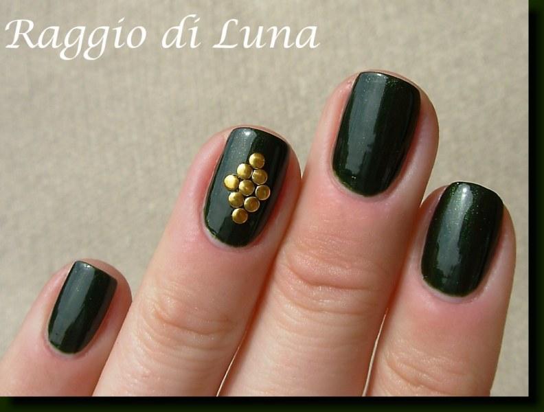 Raggio di Luna Nails: Golden nail art studs on jungle green