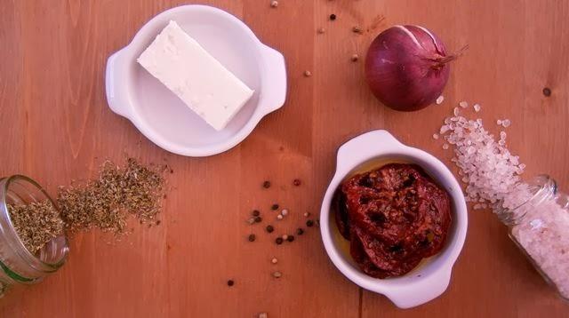 Νιόκι με σάλτσα φέτας και λιαστή ντομάτα υλικά